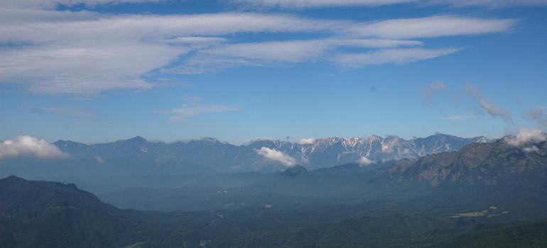 飯縄山より北アルプスを望む