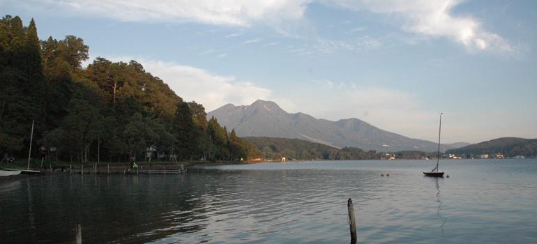 野尻湖より妙高山望む