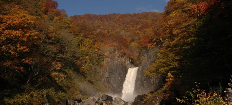 紅葉の苗名滝