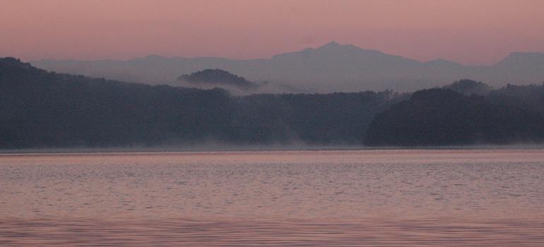 野尻湖の夜明け